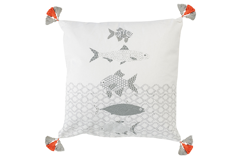 jardin-d'ulysse-design-textile-poissons-coussin-01-bycamille